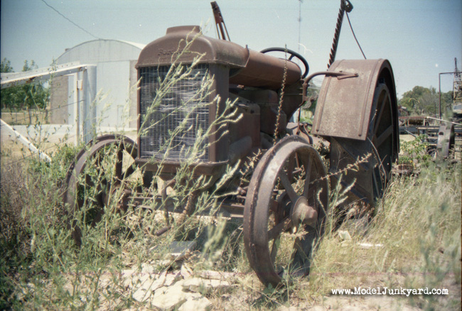Post image for Grandpa's 1924 Fordson tractor – junker