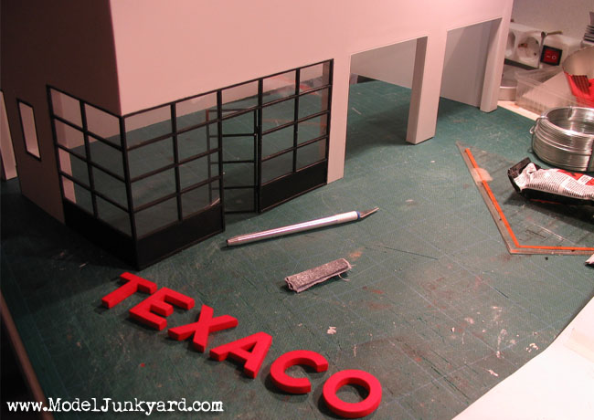 Post image for Old Texaco Gas Station – 1:25 scale model [1]