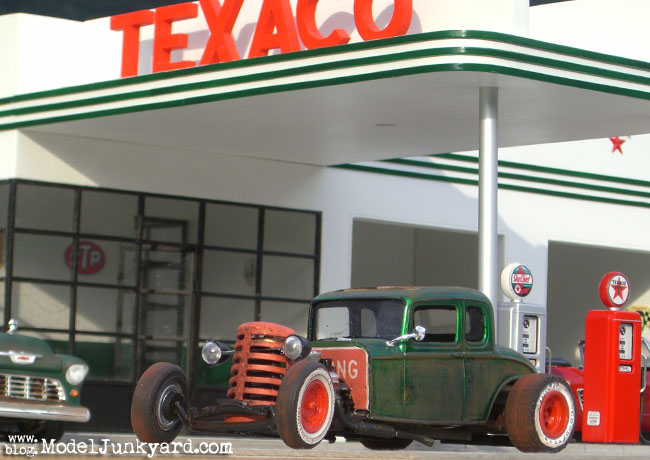 1932_ford_rat_rod_24_hs_of_le_junk_texaco_gas_station_02.jpg