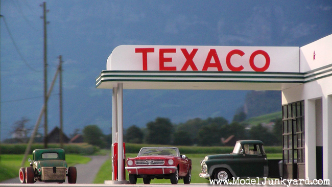 1/25 Texaco Gas Station Scale Model