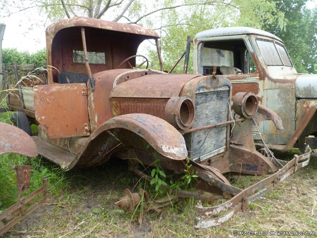 Old Ford and Chevrolet pickups from the '20s, '30s and ...