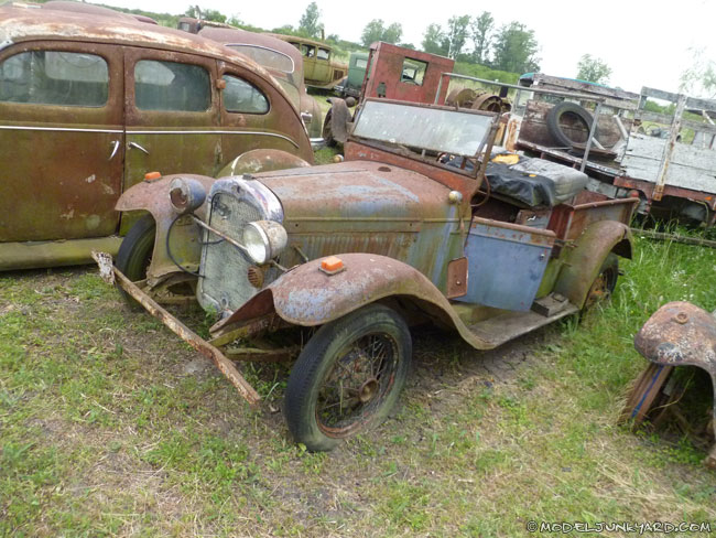"""Old Ford and Chevrolet pickups from the '20s, '30s and '40s at """"Desarmadero El Nene"""" (junkyard ..."""