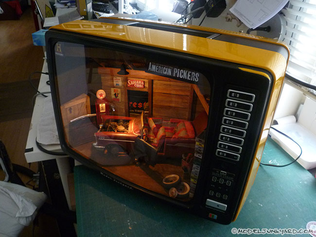 american-pickers-barn-find-diorama-3d-tv-display-case-02