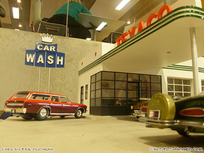 jabbeke-2013-texaco-gas-station-diorama-cars-by-erik-02-imapala
