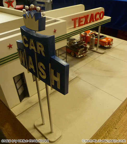 jabbeke-2013-texaco-gas-station-diorama-cars-by-heiko-04-55-56-chevy