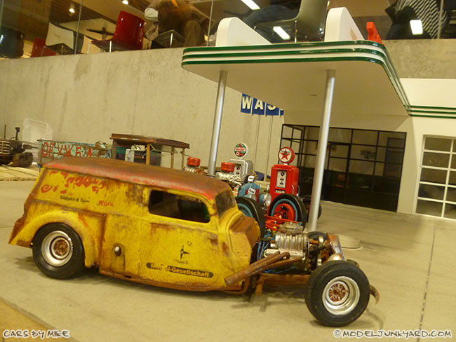jabbeke-2013-texaco-gas-station-diorama-cars-by-mikeof55-05-rat-rod