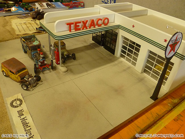 jabbeke-2013-texaco-gas-station-diorama-cars-by-mikeof55-06-rat-rod