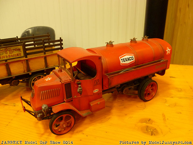 jabbeke-2014-on-the-road-scale-model-car-show-trucks-rigs-trailers020