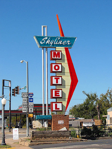 Skyliner Motel Sign