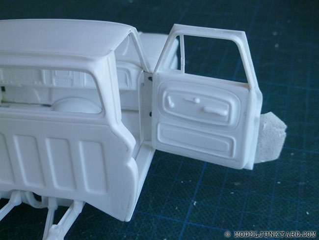 Post image for '64 Chevy Pickup Fleetside – Revell kit – hinges pillar [7]