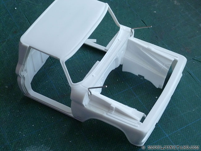 64-chevy-pickup-fleetside-hood-hinges-revell-1-25-scale-02