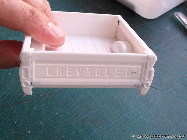 64-chevy-pickup-fleetside-tailgate-hinges-revell-1-25-scale-11